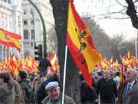 Bandera inconstitucional en una manifestación del PP