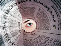 Mirando a través del periódico